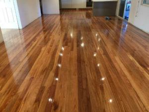 timber-polishing-gloss polyurethane